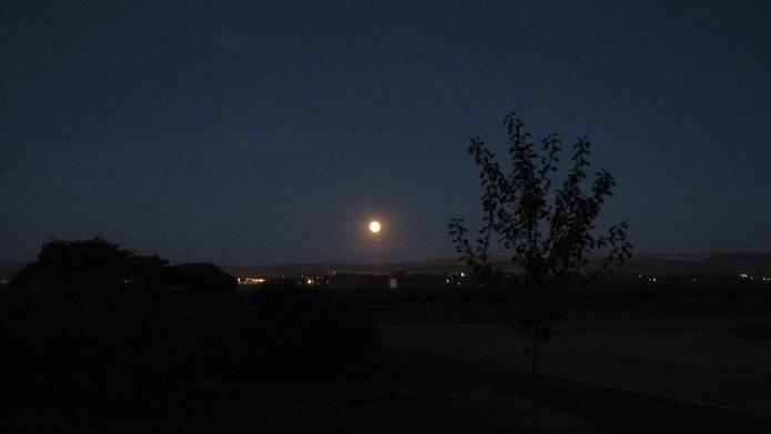 10 MoonOverElevator (1)